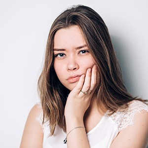young woman with wisdom tooth pain